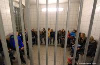Im Anschluss wurden auch die Arrestzellen besichtigt